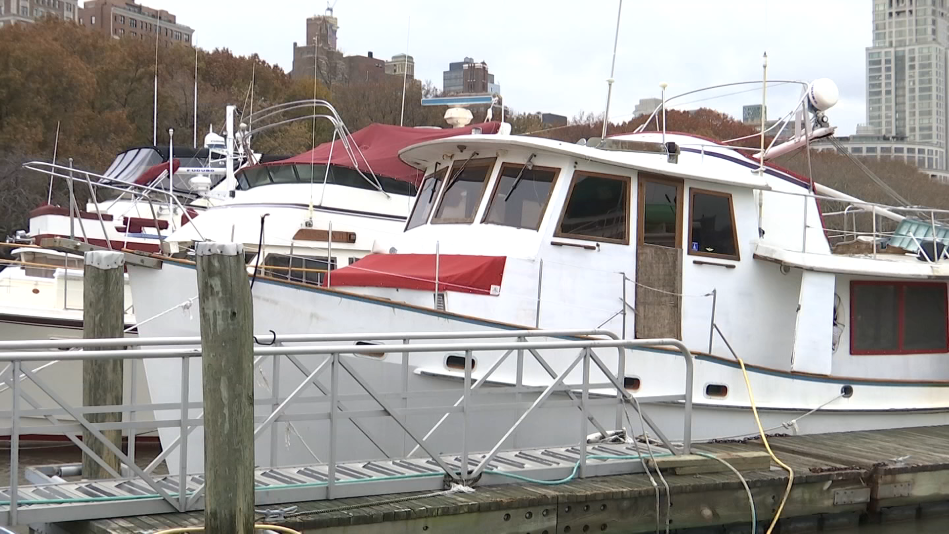 Surprising Small Community Of Boaters Still Calls The Hudson River Home Download Free Architecture Designs Scobabritishbridgeorg
