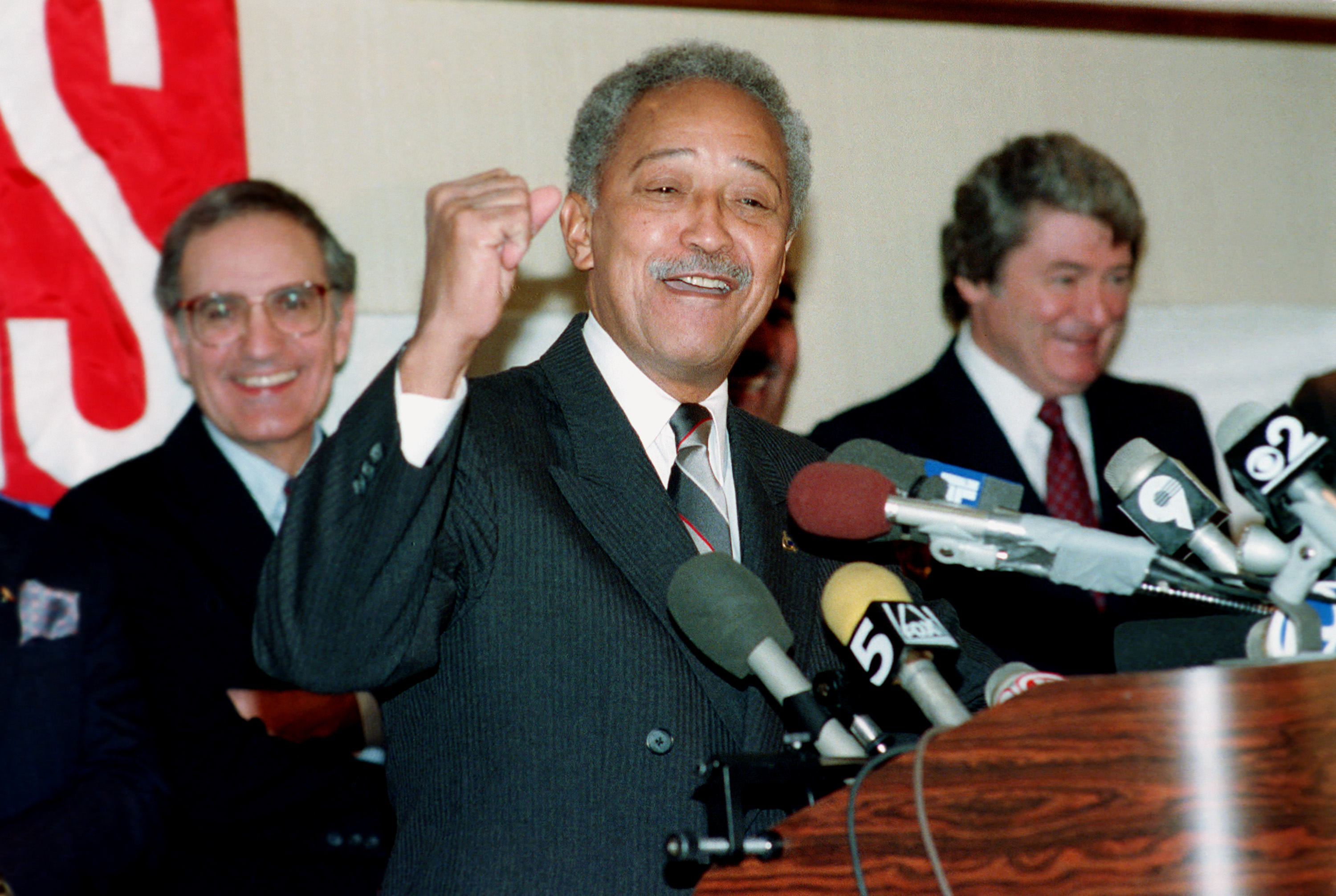 zlcpyuxd1oj93m https www ny1 com nyc all boroughs politics 2020 11 24 sources former mayor david dinkins dies at 93